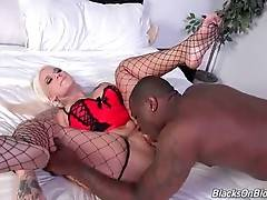 Awesome Lucky B Dallas Starves For Black Cock 3